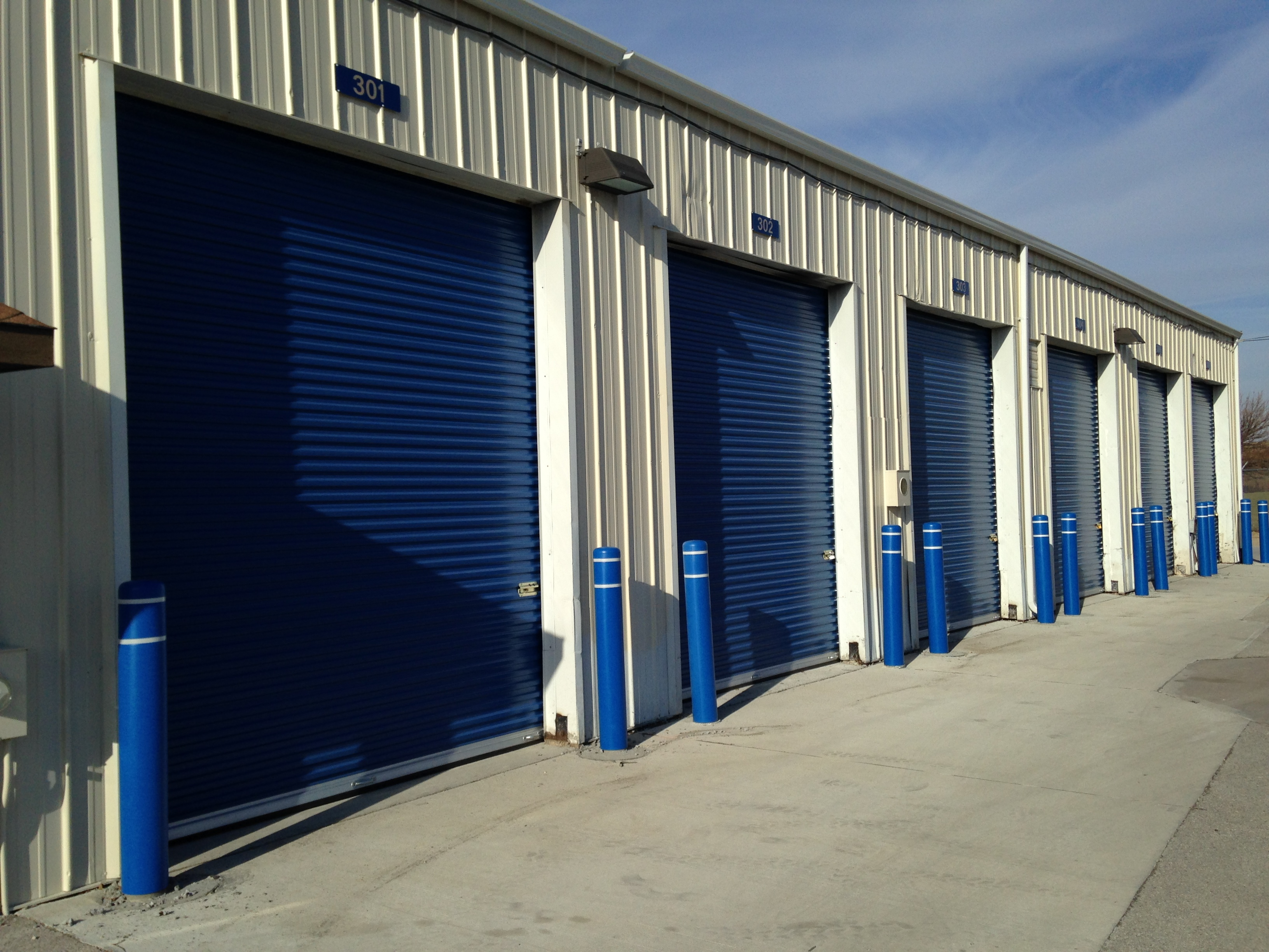 High bay door storage 24 hour access self storage for Storage bay