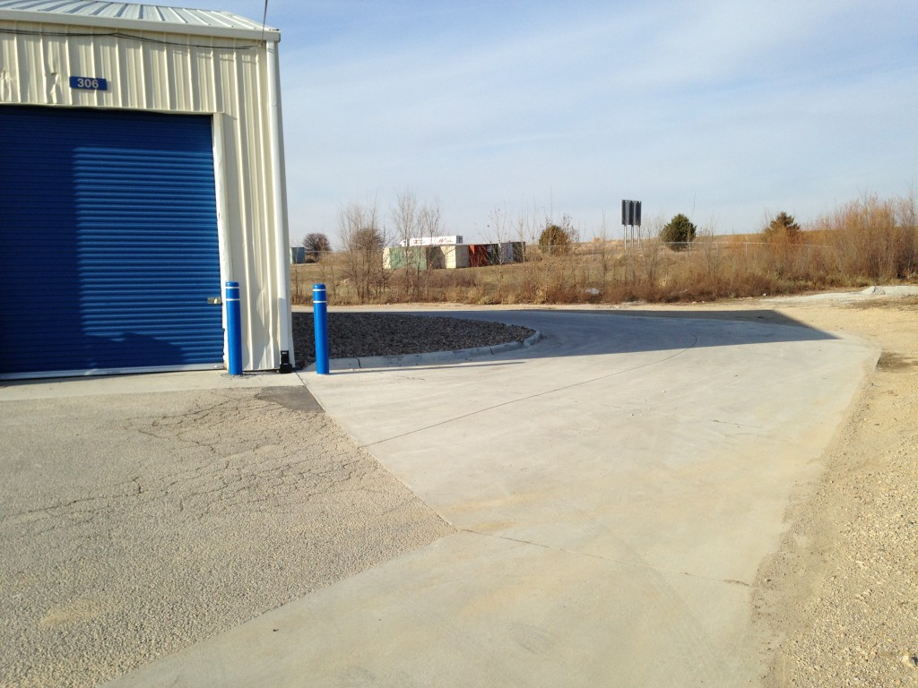 Large driveway for truck and deliver